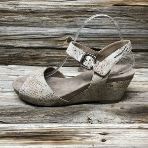 NWT Mephisto Grey Snake Skin Sandals Women 11